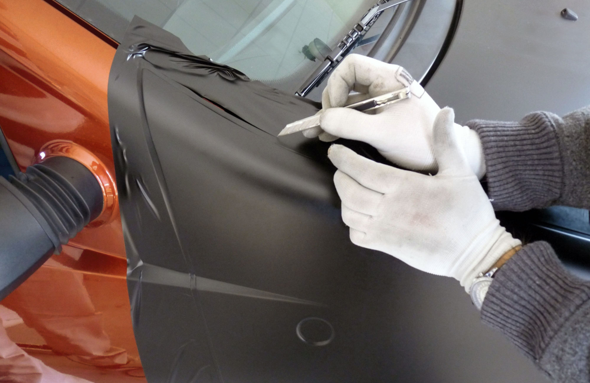 Car Wrapping, rifiniture a mano
