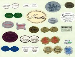 Etichette di tutti i colori e forme