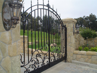 Guide For Metal Vs. Wood Electric Gates