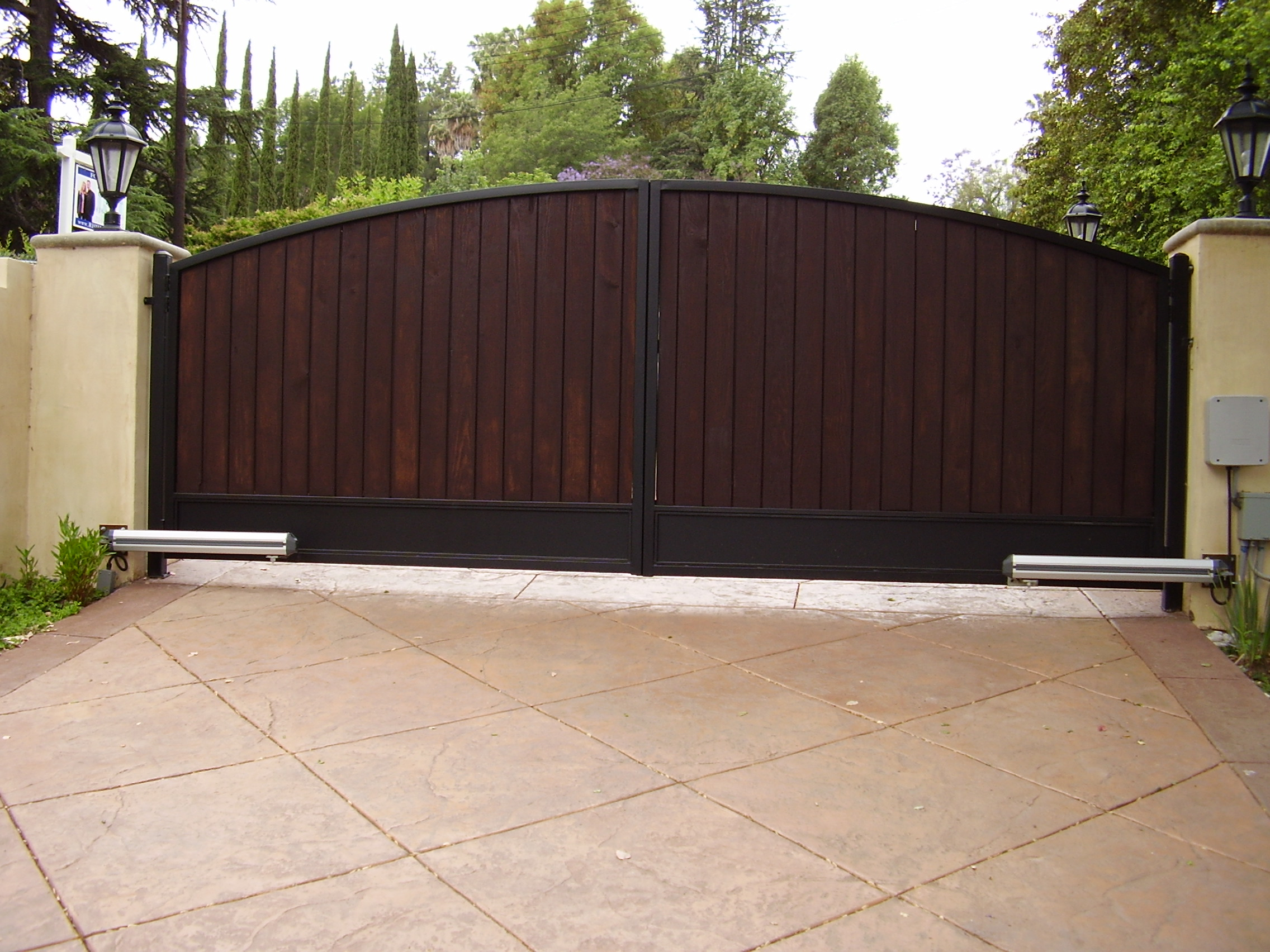 Choosing the best driveway gates for your los angeles home for Best driveway gates