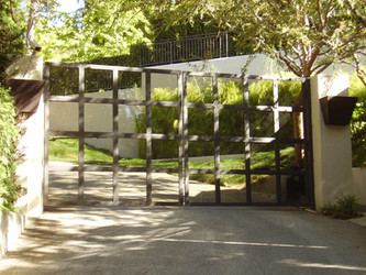 How to choose the best driveway gates for your Los Angeles home