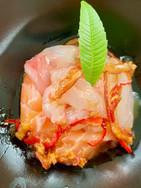 Chirashi sushi con salsa wafu, zenzero, cipollotti e peperoncino