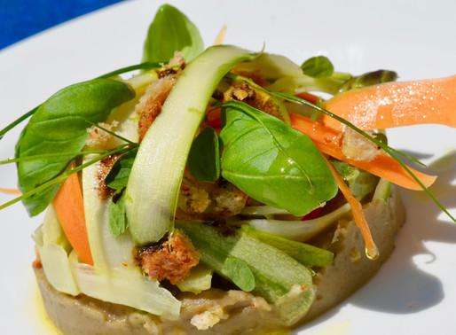 Verdure croccanti, crema di melanzane e pesce scottato al forno