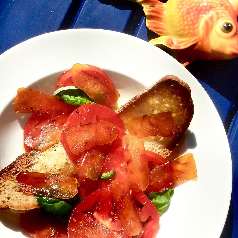 Pomodori, bottarga di muggine, crostoni e olio evo