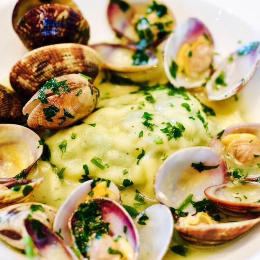 Raviolo di borraggine e pesce in guazzet