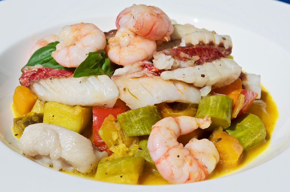 Filetti di pesce e gamberi con spezzatino di verdure allo zenzero - Fish fillets and prawns stew with ginger vegetables