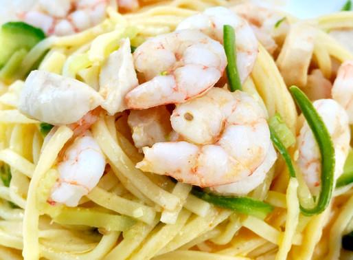 Spaghetti con gamberetti, spada e zucchine