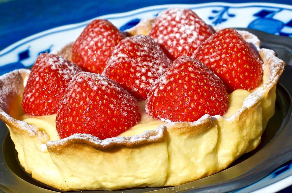 Tortino di fragole e crema pasticcera al limone