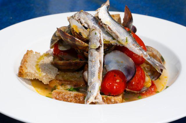 """Zuppa di alici e vongole, Zuppetella 'e alice e lupine - Anchovies and clams soup - """"Zuppetella 'e alice e lupine"""""""