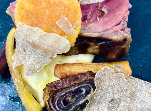 Sottofiletto con salsa al foie gras, tartufo bianco di Alba, purea di patate e tuorlo di uovo fritto