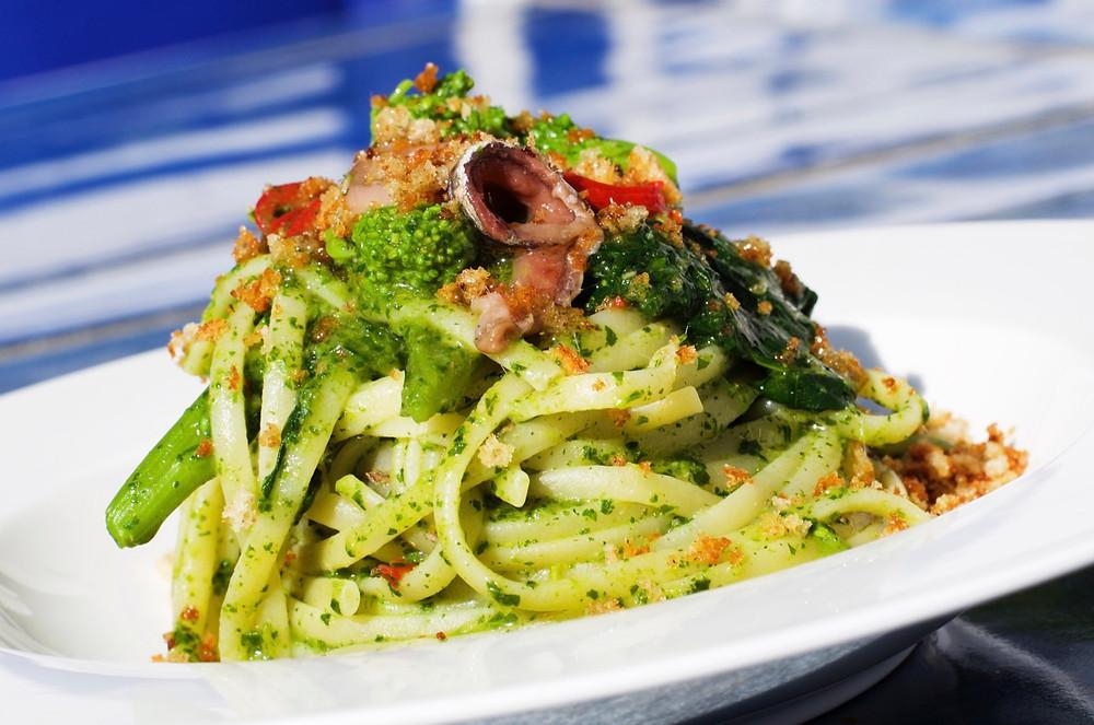 Linguine con cime di rapa e alici sotto sale - Linguine with turnip greens and salted anchovies