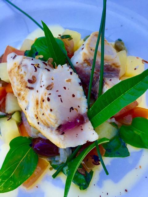 Pesce spada con verdure al vapore e salsa vergine
