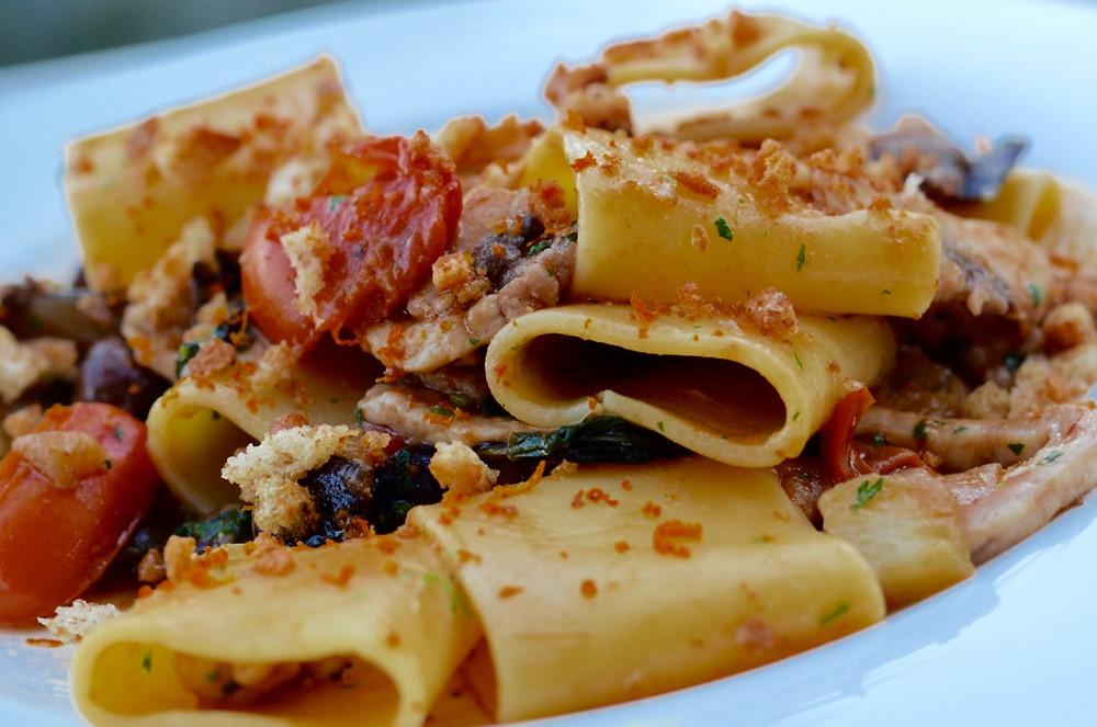 Mezze maniche con pesce spada alla siciliana - Mezze maniche (short-cut pasta) with sicilian swordfish