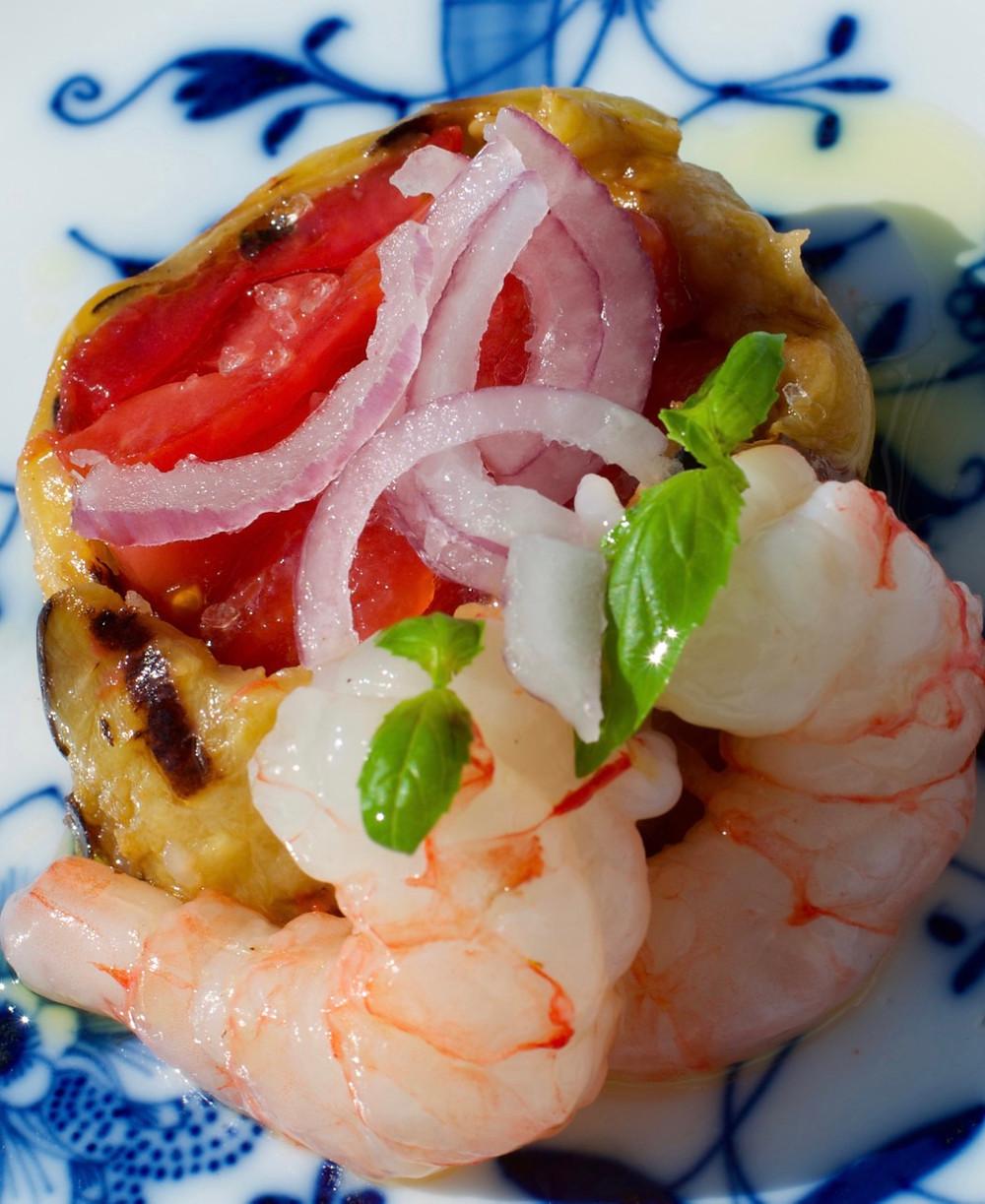 Terrina di pomodori e melanzane con gamberi al vapore - Tomato terrine and eggplants with prawns