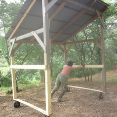 雨除けの屋根はそのまま移動して次の窯で再利用・・・力持ちのカミさんで良かった。
