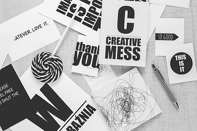 Bureau créatif en noir et blanc