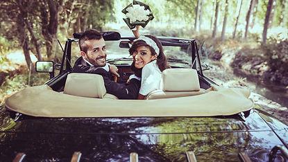 mariés en oiture