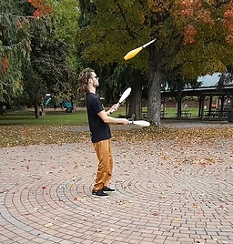 Juggling 8.PNG