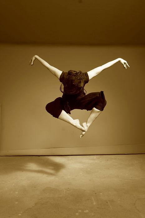 Maja Jump sepia.jpg