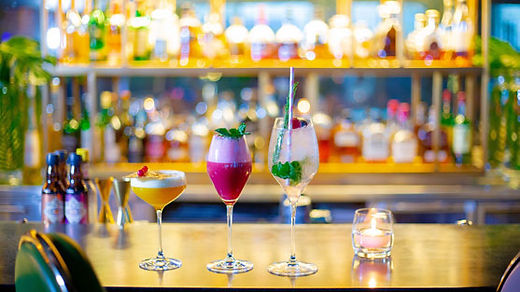 Pierre's-Bistro-and-Bar-happy-hour.jpg