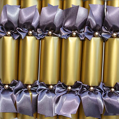 a box of 6 Christmas crackers