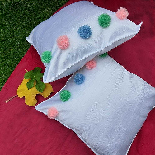Peaceful white cushion cover with pompoms