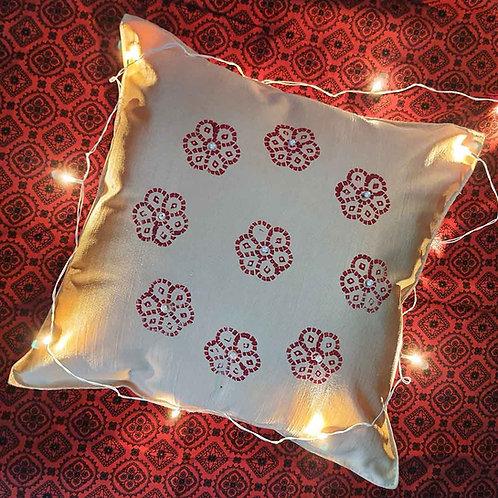 Creamy Quintessential cushion cover