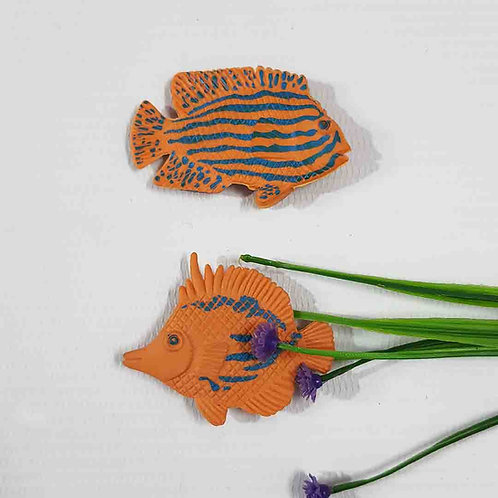 Stripped fishes magnet set