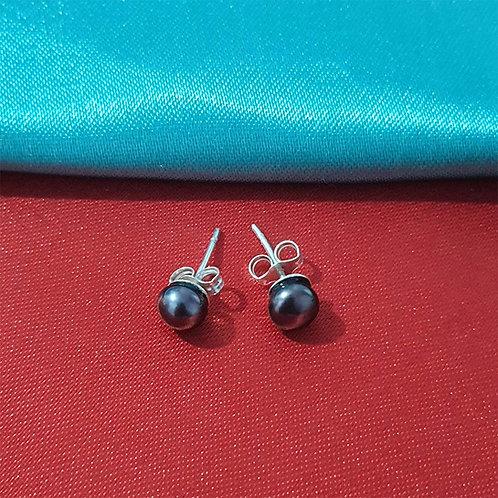 Black pearl studs