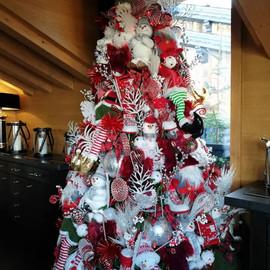Sapin de Noel rouge et blanc