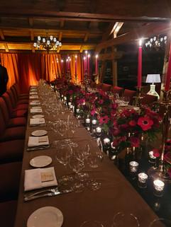 Chemin de table - Bouquets de fleurs rouges