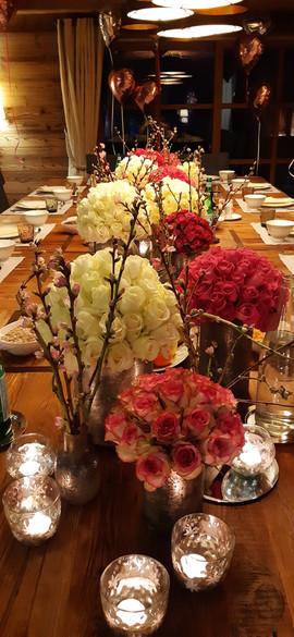 Chemin de table bouquets de roses