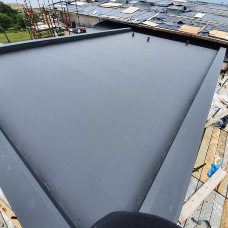 Commercial flat roofing contractor job near Glasgow