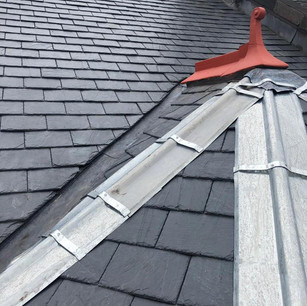 Slate roof with zinc hips