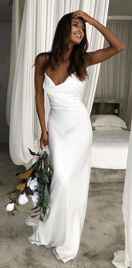 Matrimonio in stile minimal chic: abito sposa scivolato