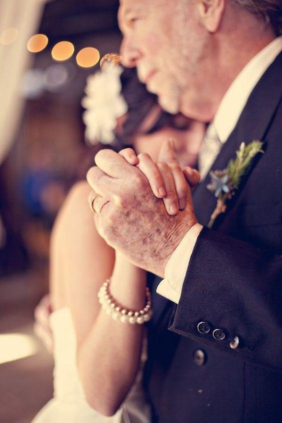 Foto mani sposa e padre