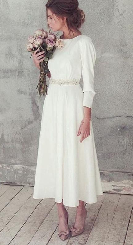 Matrimonio in stile minimal chic: abito sposa fino alle caviglie