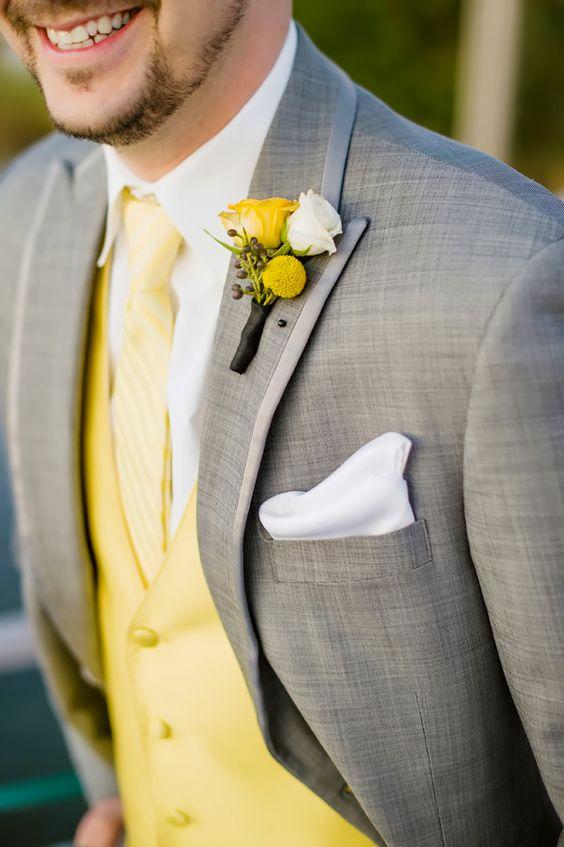 Matrimonio dolci come il miele: sposo con dettagli gialli