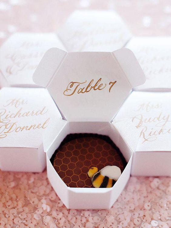 Matrimonio dolci come il miele: escort Card esagonali