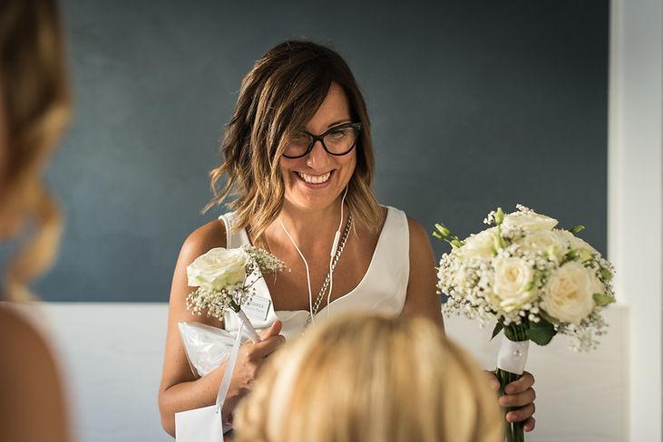 Wedding Planner consegna bouquet.jpg