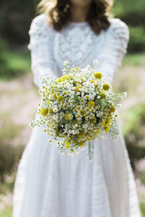 Matrimonio a tema margherite: bouquet di margherite e craspedia