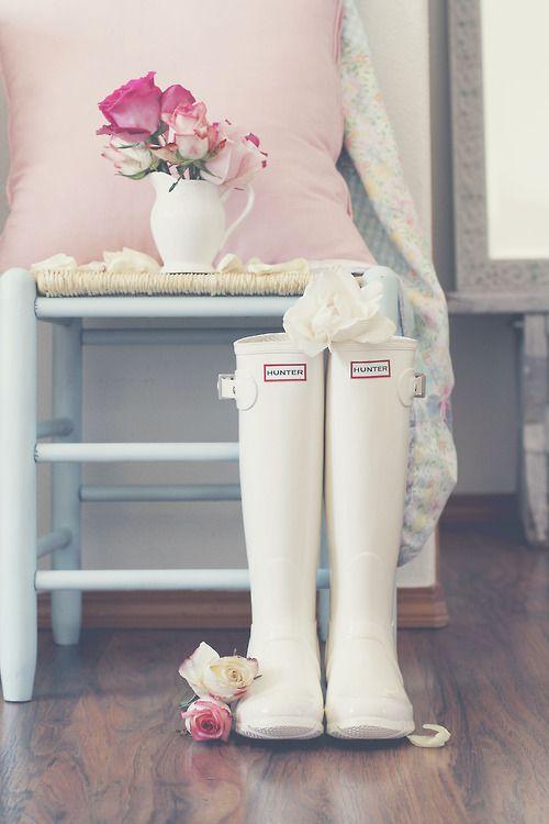 Soluzione per il matrimonio in caso di pioggia: stivali Hunter bianchi sposa