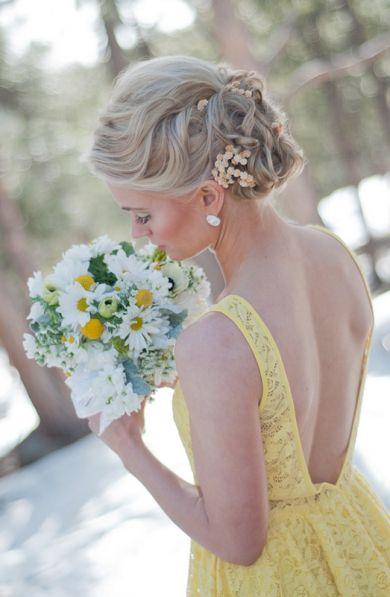Matrimonio dolci come il miele: sposa con abito giallo