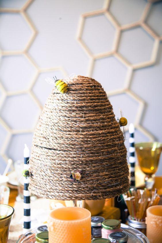 Matrimonio dolci come il miele: centrotavola in spago arnia