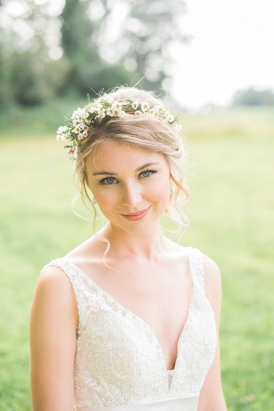 Matrimonio a tema margherite: coroncina sposa con margherite