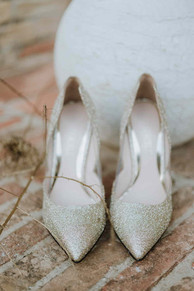 Mondaino, Wedding Styled Shoot: scarpe dorate Loriblu