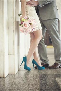 Sposa con abito molto corto