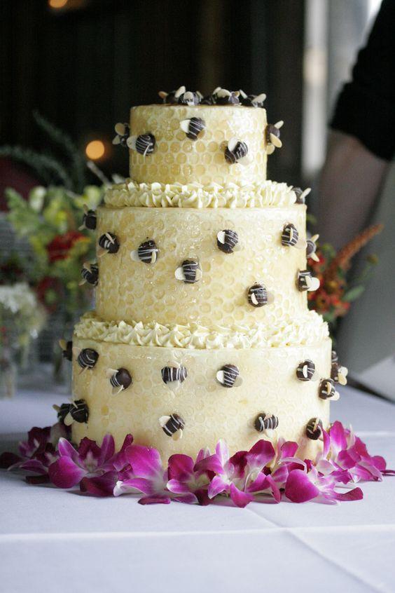 Matrimonio dolci come il miele: torta con api in cioccolato