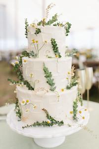 Matrimonio a tema margherite: torta spatolata con margherita