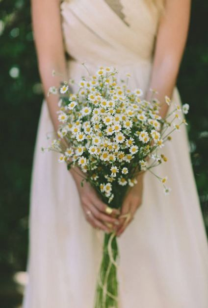Matrimonio a tema margherite: bouquet di sole margherite